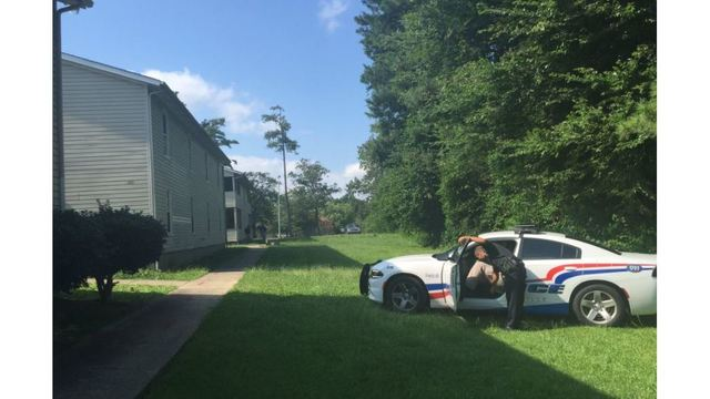 Man killed in broad-daylight shooting at Fayetteville apartments