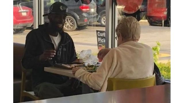 PHOTO: Strangers having lunch at Indiana McDonald's goes viral